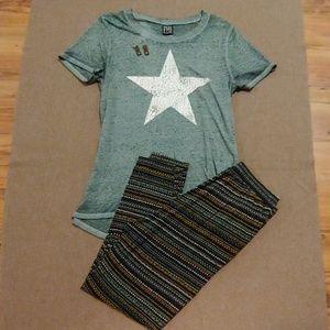 Modern Lux Star T-shirt Size XL